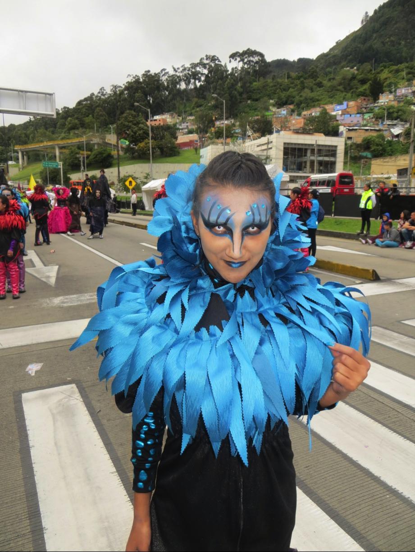 Comparsera, en desfile de comparsas, Bogotá