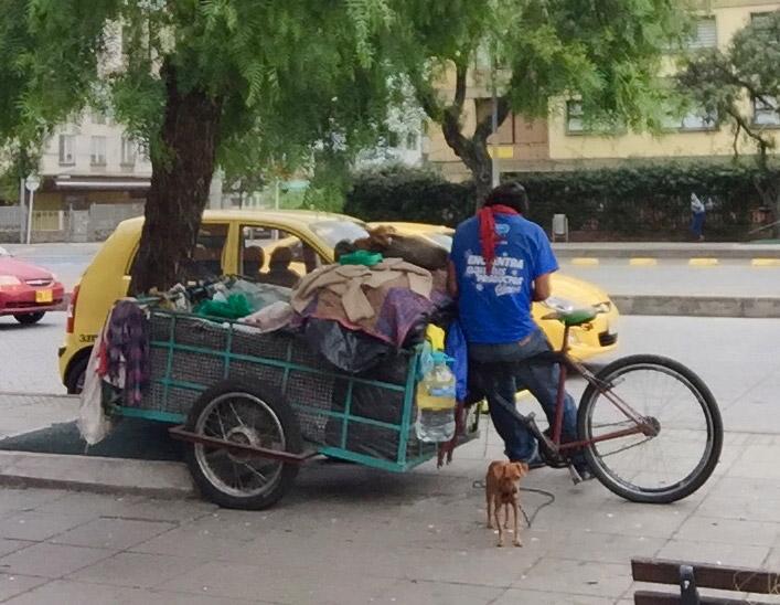 Hombre pidiendo ayuda. Bogotá